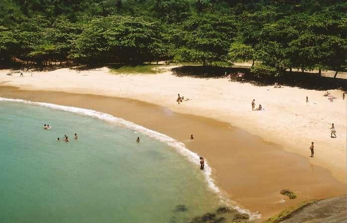 A Praia dos Padres é uma tantas atrações naturais de Guarapari (ES)